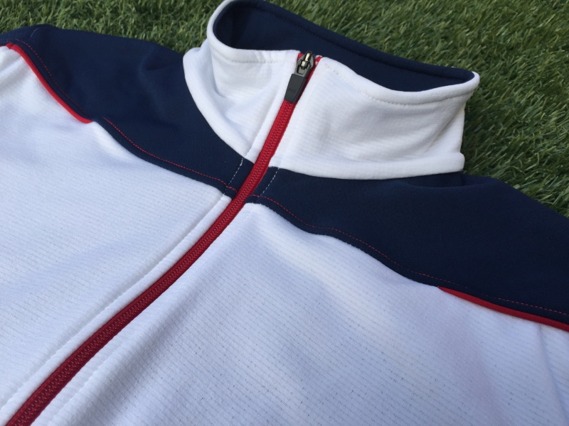 Contrasting zipper with t-neck design.